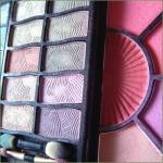 In einem Beautycase Make-up und Co. übersichtlich aufbewahren